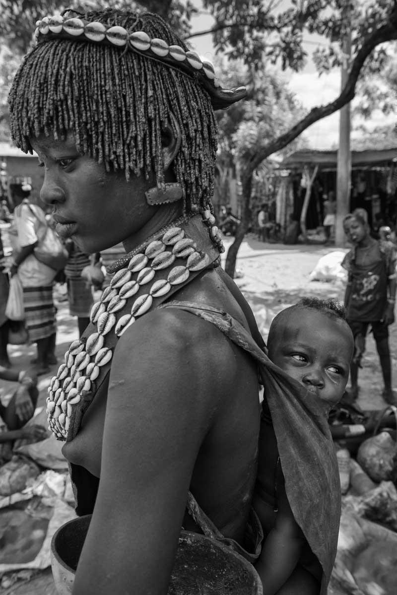 0215-2782-11.08.15-etiopia-valle-dellomo-mercato-di-dimeka-tribu-hammer