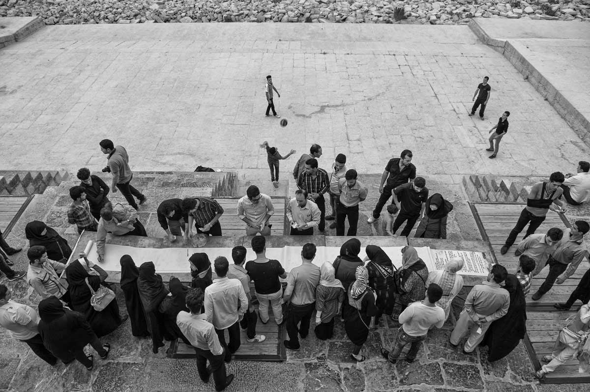 563-1477. 15.08.14 persia esfahan fiume zayandeh Pol-e khaju raccolta firme