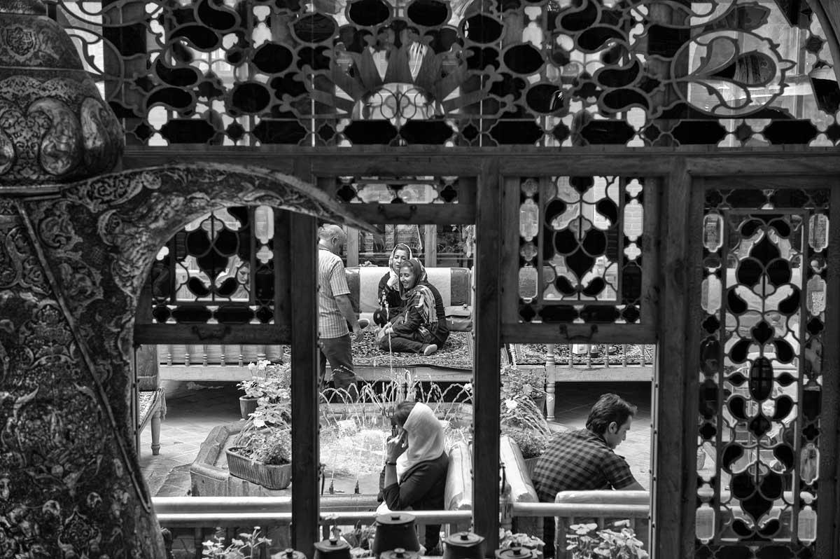 615-1752. 16.08.14 persia esfahan bazar-e bozorg ristoranti bastani