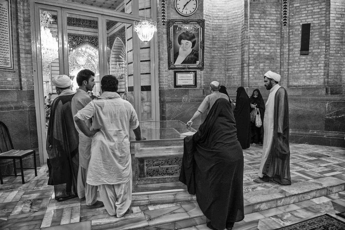 734-2379. 17.08.14 persia qom hazrat-e masumeh santuario con tomba di fatemeh