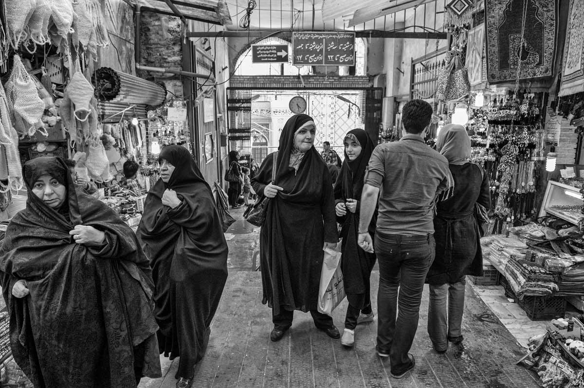 763-7682 06.08.14 persia teheran bazaar vic. tomba di saleh