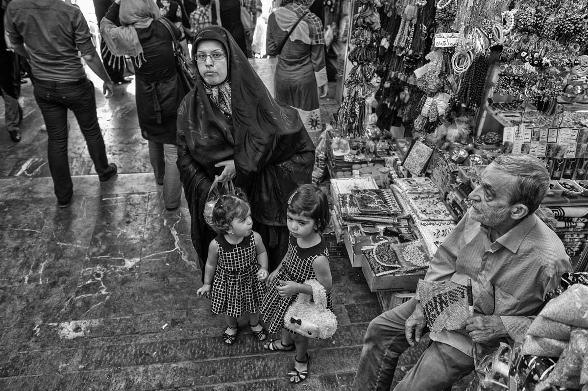 764-7683 06.08.14 persia teheran bazaar vic. tomba di saleh